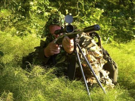 SNIPER: Det er ikke bare Mikkel som kan gjøre seg usynlig i naturen.