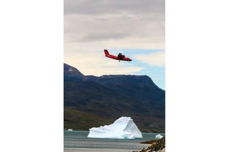 BRATT NED: Innflygingen til flyplassen i Nasarsuaq er brå, kort og med uunngåelig kiling i magen.