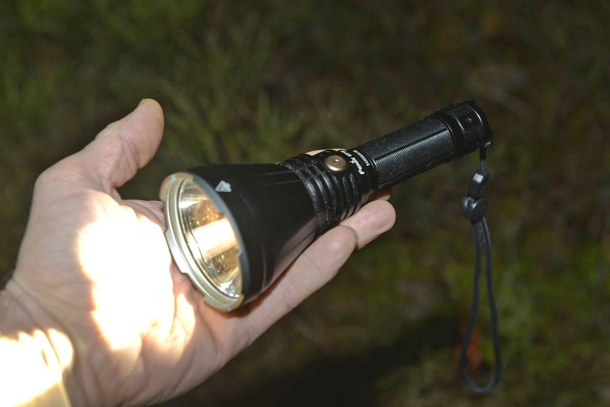 KRAFTPLUGG: Denne lille tassen i særdeles bærbart format, lyser nesten en kilometer.