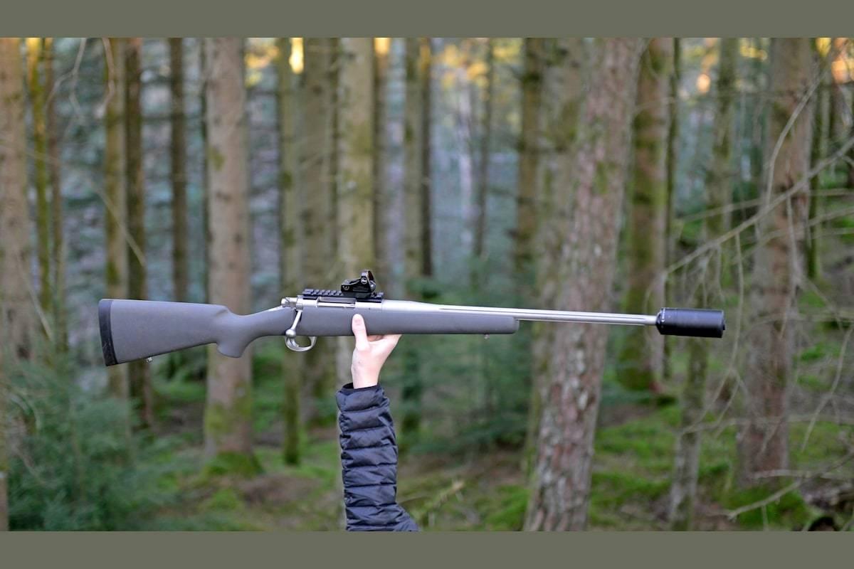 På strak arm: Den modifiserte riggen fra børsemaker Albert Rafdal basert på en Kimber Montana er blitt svært letthåndterlig på lange økter med jakt.