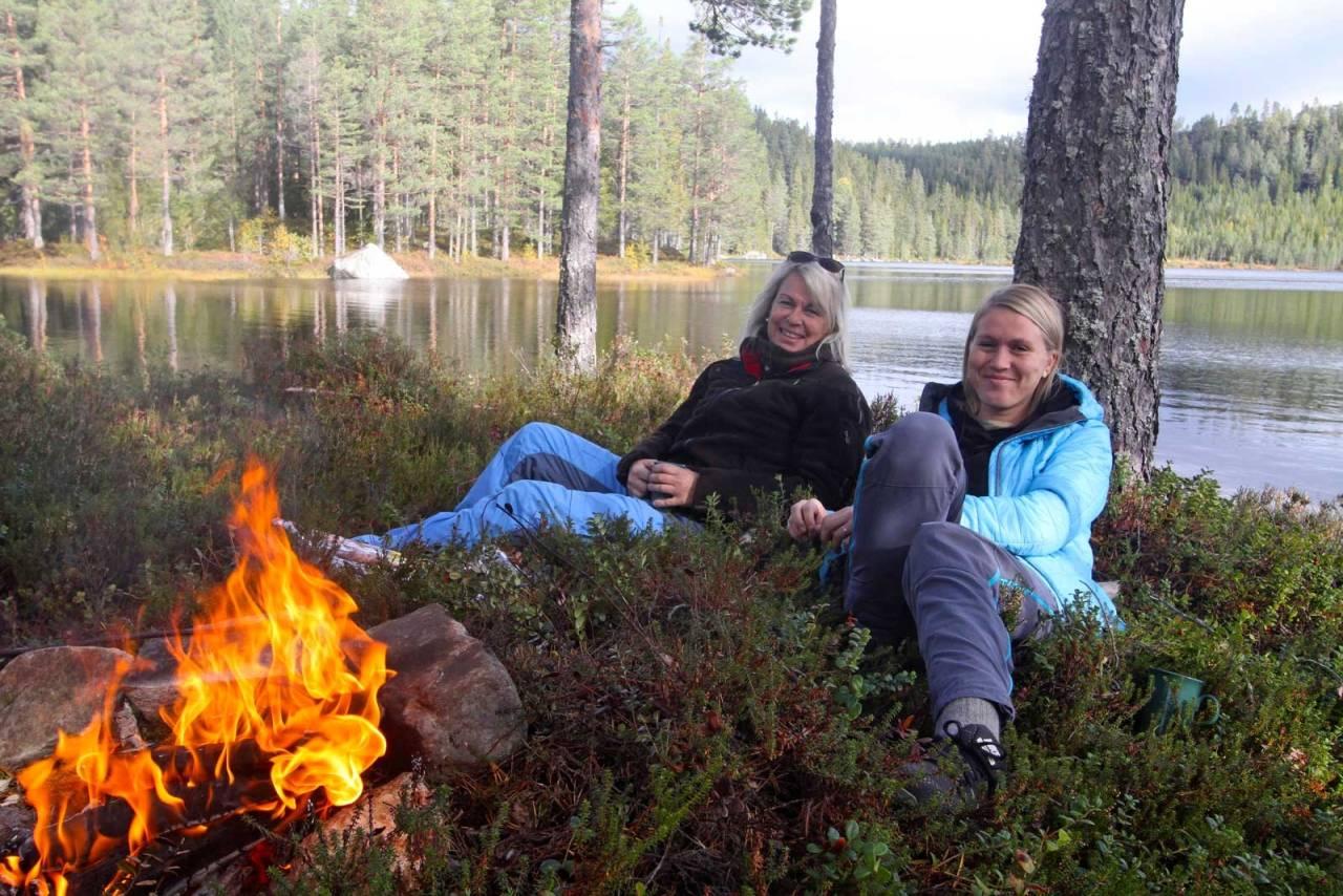 Damer på jakt: Det blir stadig flere kvinner i jeger-Norge, så vi spurte Marie Bakka og Marte Bakka Haugen om damer og jakt. Både mor og datter er meget dyktige skyttere.