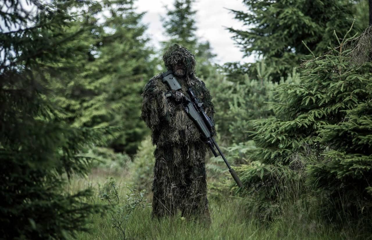 Bli ett med skogen:  «Labbetuss-drakt» skjuler formen av menneske og demper kontraster veldig bra. Men det er et helvete å smyge med, særlig ved hogstfelt.