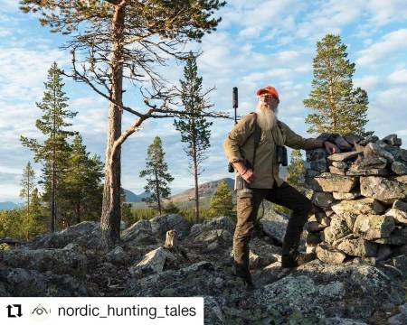 @nordic_hunting_tales: Where I grew up and learned to hunt, we often hunted reindeer down in the forest. You surely do not have that same view and it is more difficult to find the herds. However, by time you gather experience the hard way by failing: Where the animals will show up, depends on where they were spotted the day before, how the wind is, how far into the hunting season it is - along with other factors. Finding the animals where you guessed they would be, is as years pass by and numbers of animals shot piling up, almost as rewarding as shooting one. That is what hunting is to me. #jeger #reinsjakt #rendalen #hauskenlyddemper #kkcofnorway #seetheunseen #modernhuntsman #meateater #earnyourfood