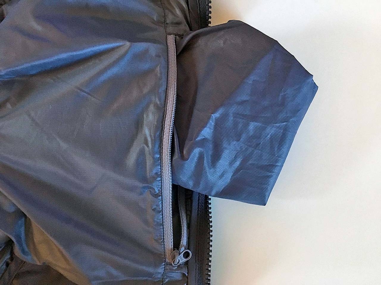 Pakkpose: I innerlomma er det en pose for maksimal kompresjon når jakken skal stues vekk.