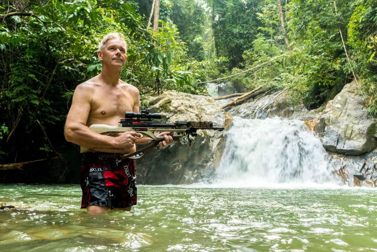 Tarzan-tid:  Neida, Ingvar pleier ikke jakte i badebuksa eller slynge seg mellom lianene. Men jakta i Malaysias jungel er eksotisk nok for den som vil leve ut sin indre Tarzan.