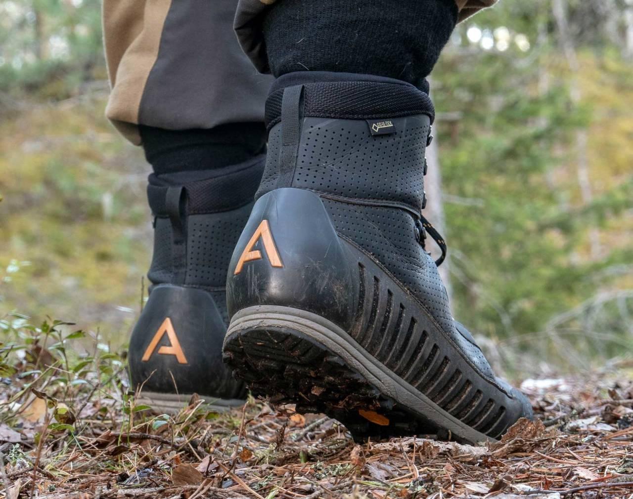 God pust: Materialvalget i Alfa Orre gjør at den lave jaktstøvelen puster godt. Merk at sålen er litt tynn for en lang dag i fjellrype-ur.