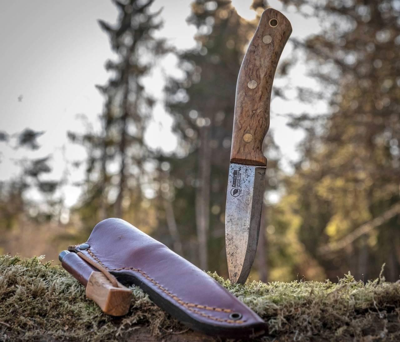 Patina: K720-stålet er mer utsatt for rust, noe kniven min fikk etter samkvem med saltflesk. Jeg synes det bare gir patina, men du kan velge annet stål.