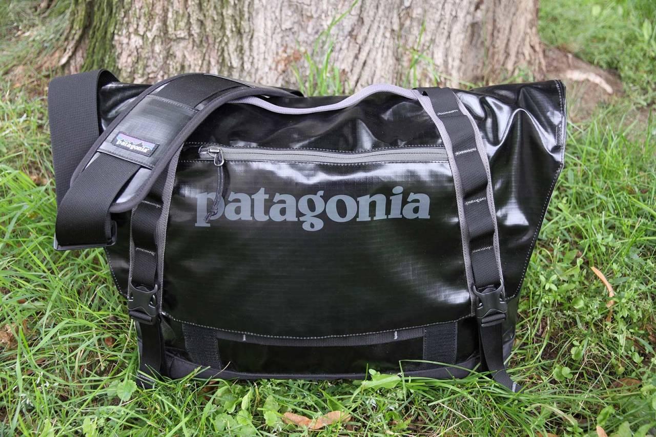 Romslig: Patagonia Mini Messenger er en solid veske som rommer det meste.