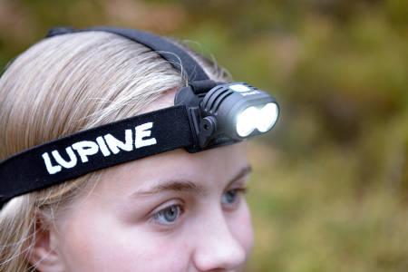 LITEN: Lupine Piko er lett som en fjær på hodet.