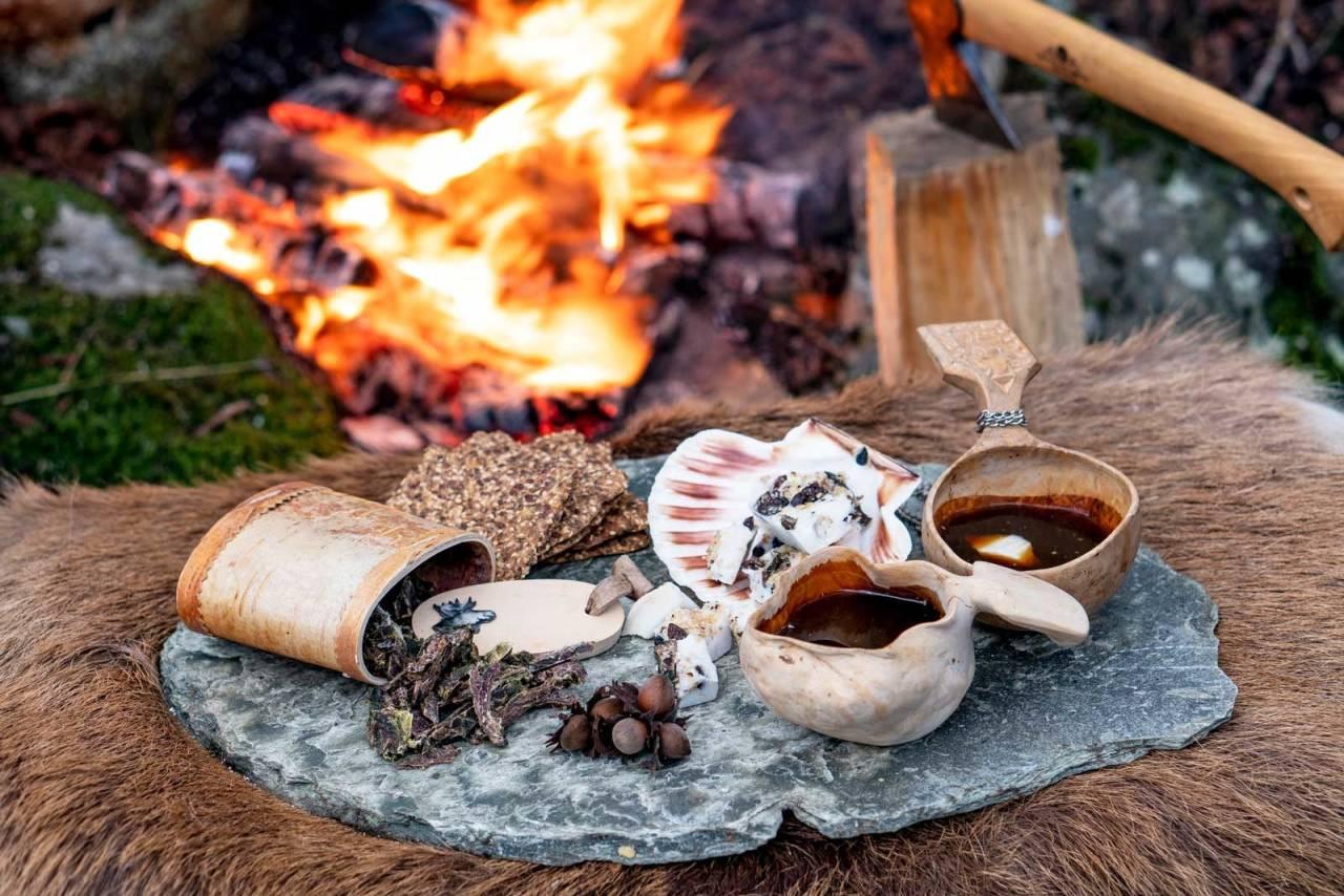 Båltrivsel: Med sjøllaga ch'arki og ei blokk pemmikan i kaffen eller kakaoen, får du både trivsel og næring foran turbålet.